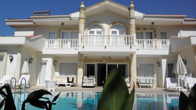 Luxury 6 Bedroom Detached Villa